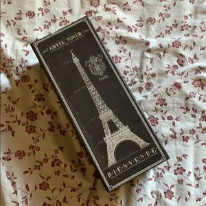 Eiffel tower organizer
